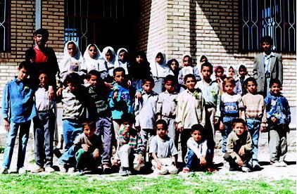 دانش آموزان  مدرسه سفیلان که در آتش سوزی این مدرسه سیزده تن از آنها فوت شدند