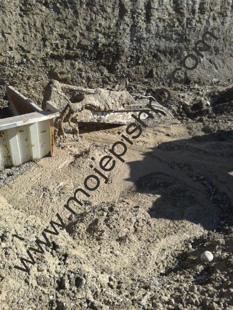 شرحی بر مدیریت و فرماندهی عملیات در خارج کردن بیل مکانیکی مدفون در گل و لای