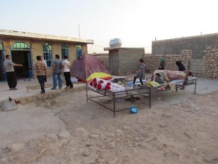 شرح درد خانواده زلزله زده ای که دو فرزند معلول زمینگیر دارد
