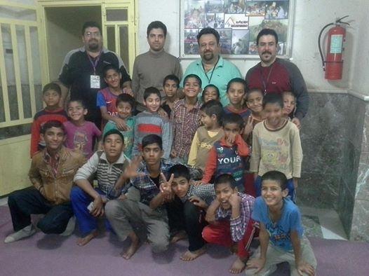 سفر عید ۱۳۹۴ موج پیشرو به مرکز کودکان علی ابین ابیطالب مومن آباد بم